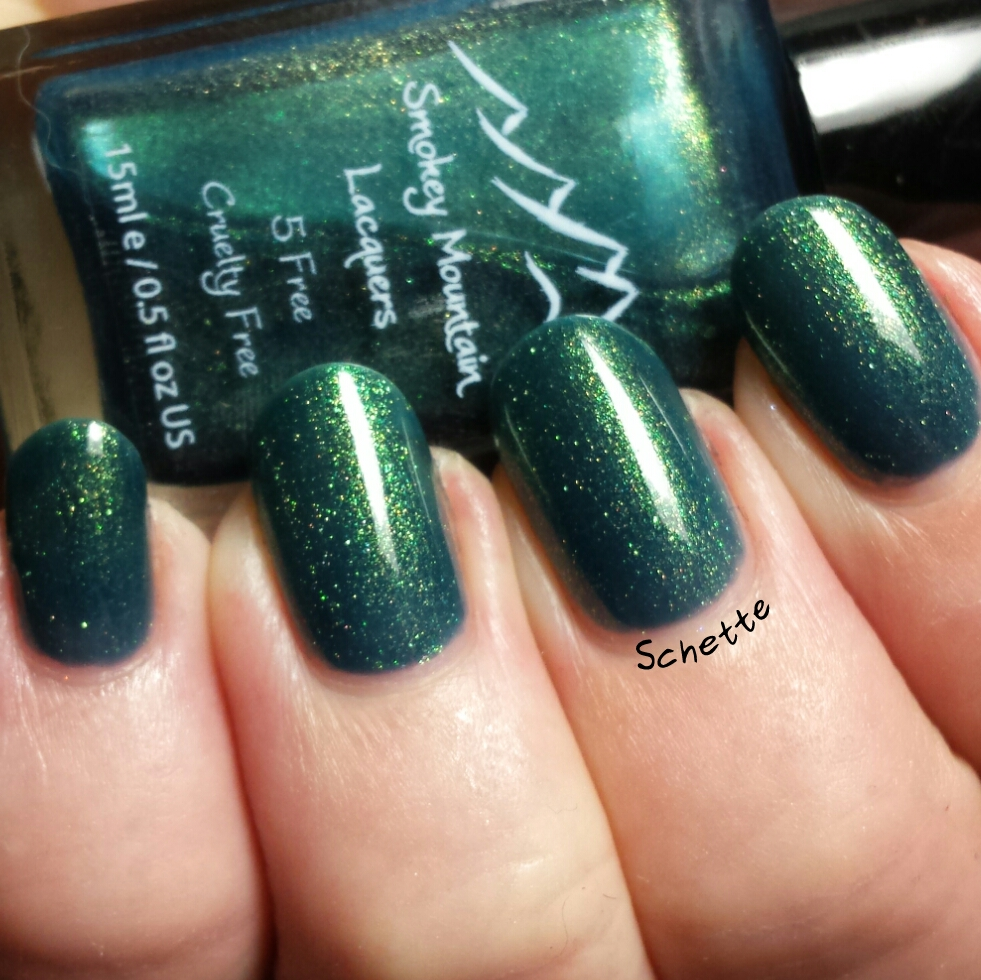 Les vernis Smokey Mountain Lacquers Forsaken et Un-Teal the end.