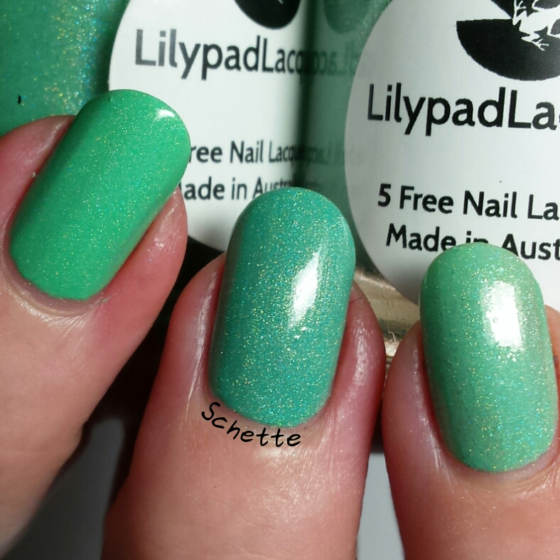 Comparison Lilypad Lacquer My enchantmint / Tealing me solftly / Minty