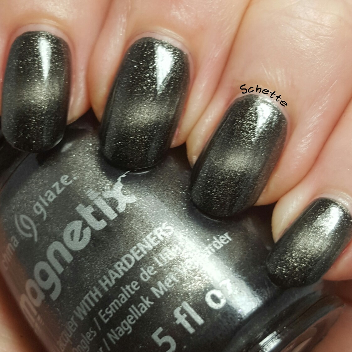 China Glaze : Attraction